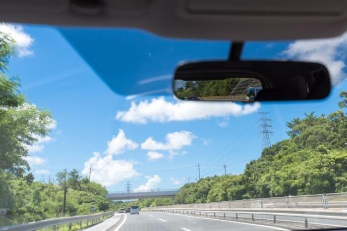 手汗でハンドルが滑る人必見!安全に車を運転する為にするべき事