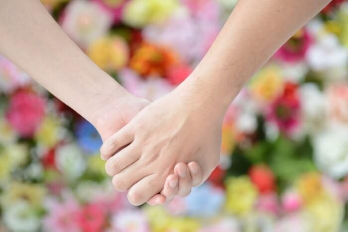 気圧が関係?手汗がすごくて手を繋げない人がバレずに手を繋ぐ方法
